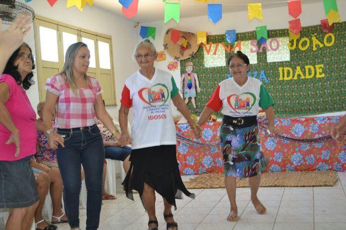 CRAS realiza festa junina para idosos do grupo Viva Idade - Imagem 44