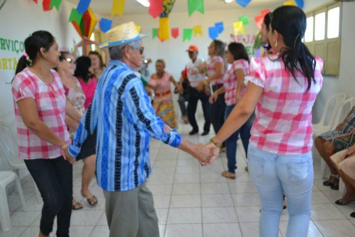 CRAS realiza festa junina para idosos do grupo Viva Idade - Imagem 47