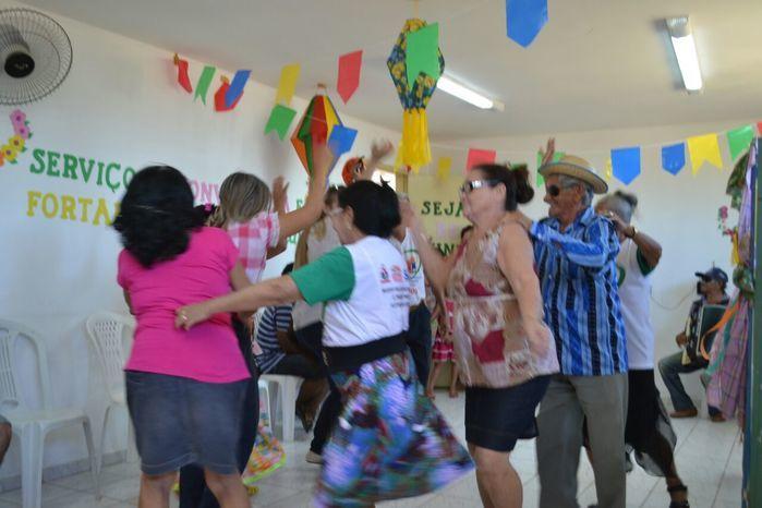 CRAS realiza festa junina para idosos do grupo Viva Idade - Imagem 56
