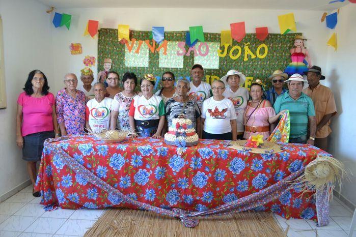 CRAS realiza festa junina para idosos do grupo Viva Idade - Imagem 4