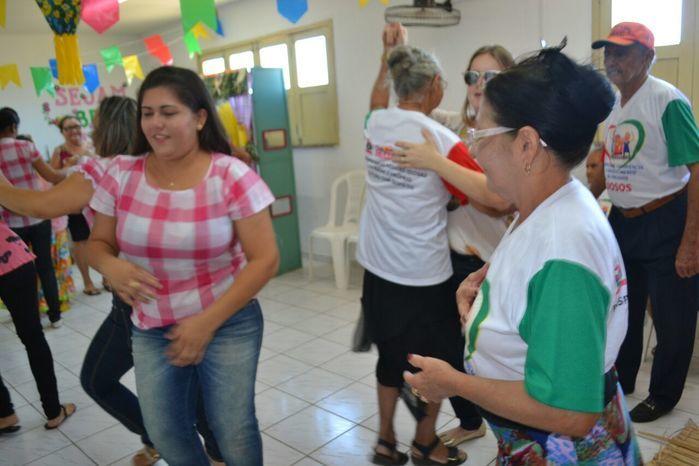 CRAS realiza festa junina para idosos do grupo Viva Idade - Imagem 40