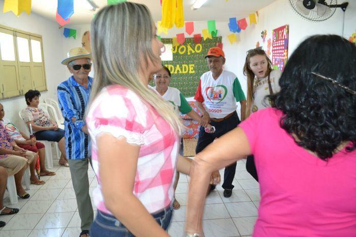 CRAS realiza festa junina para idosos do grupo Viva Idade - Imagem 46