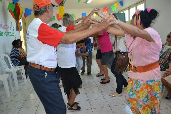 CRAS realiza festa junina para idosos do grupo Viva Idade - Imagem 28