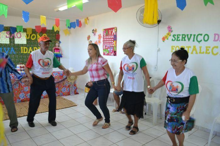 CRAS realiza festa junina para idosos do grupo Viva Idade - Imagem 11