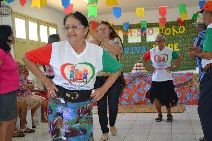 CRAS realiza festa junina para idosos do grupo Viva Idade - Imagem 55