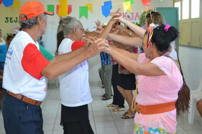 CRAS realiza festa junina para idosos do grupo Viva Idade - Imagem 30