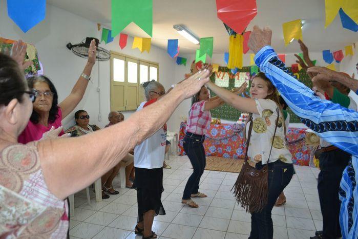 CRAS realiza festa junina para idosos do grupo Viva Idade - Imagem 14