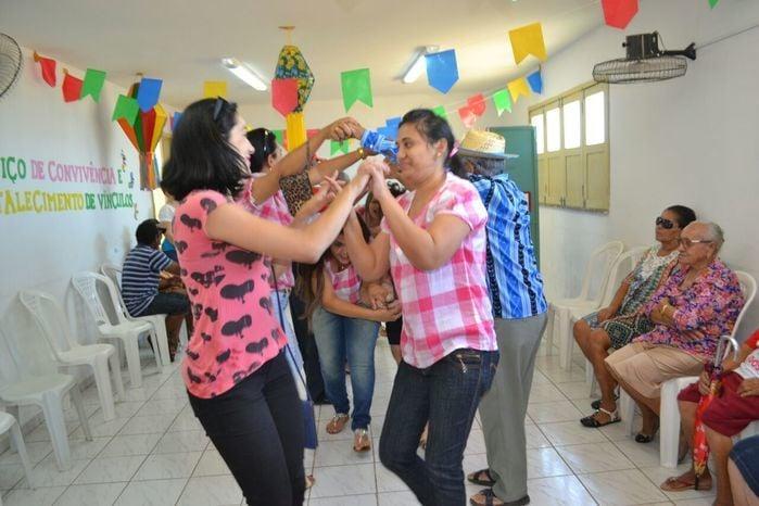 CRAS realiza festa junina para idosos do grupo Viva Idade - Imagem 62