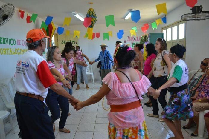 CRAS realiza festa junina para idosos do grupo Viva Idade - Imagem 24