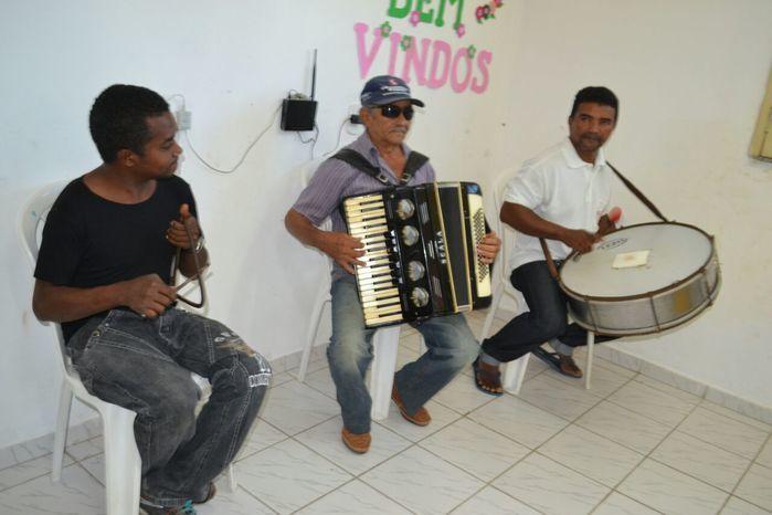 CRAS realiza festa junina para idosos do grupo Viva Idade - Imagem 43