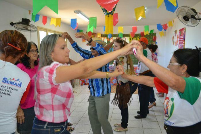 CRAS realiza festa junina para idosos do grupo Viva Idade - Imagem 38