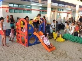 Prefeito inaugura creche moderna que vai abrigar 250 crianças