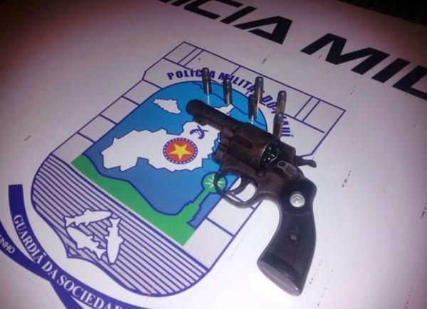 Arma encontrada com  Aquiles Rodrigues Alves