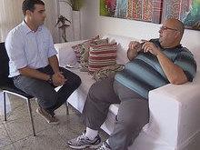 Irmão de Ivete sobrevive com palestras e vendendo cosméticos