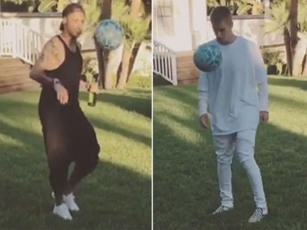 Neymar e Justin Bieber aproveitaram o dia de folga para bater uma bolinha (Crédito: Reprodução)
