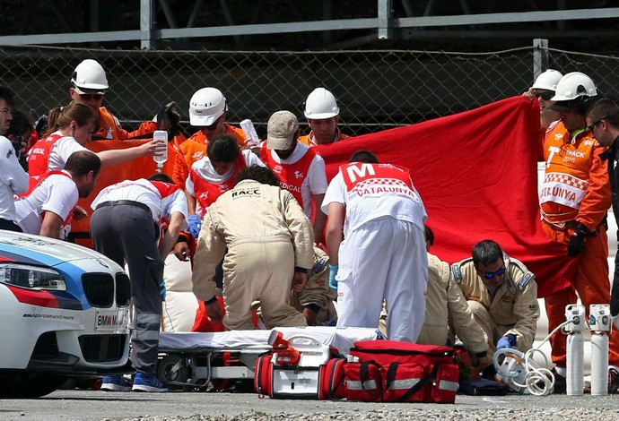 Luis Salom sofre grave queda em Barcelona e é atendido por equipe médica ainda na pista (Crédito: EFE)
