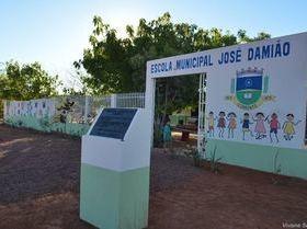 Comunidade  comemora a inauguração da Escola José Damião