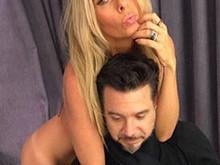 Marido de Adriane Galisteu compartilha foto de nu ousado da esposa