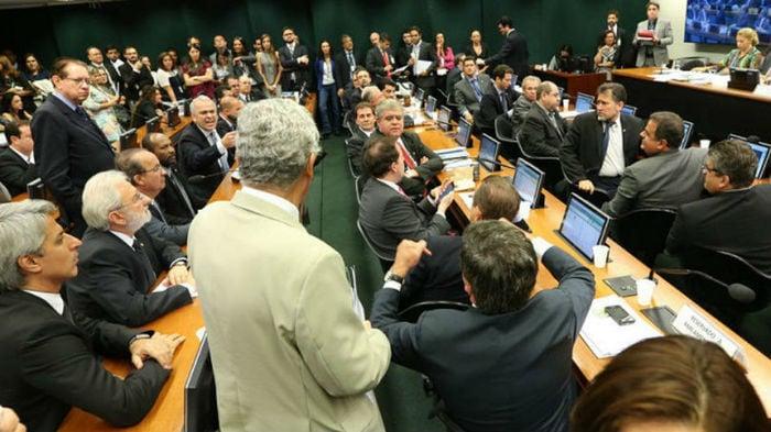 Deputados discutem na Comissão de Ética da Câmara (Crédito: Reprodução)