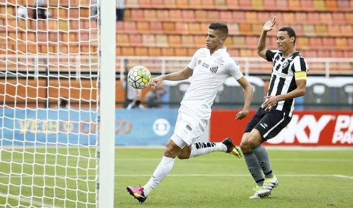 Santos e Botafogo se enfrentaram no Pacaembu