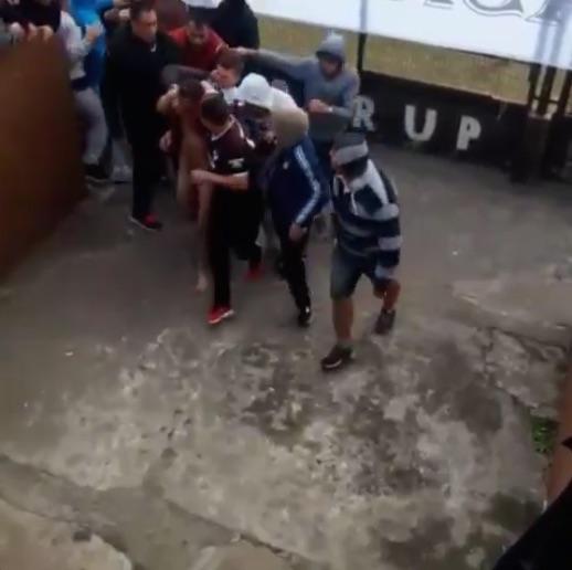 Briga durante partida (Crédito: Reprodução)