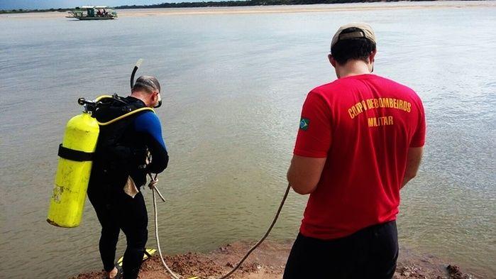 Equipes realizam buscas por corpo de turista que morreu afogado em Parnaíba