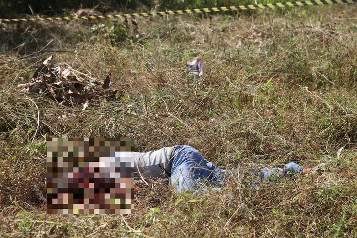 Mototaxista morto com golpes de facão (Crédito: Efrém Ribeiro)