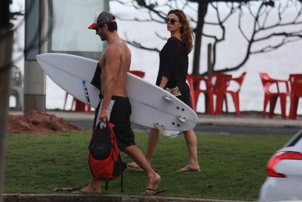 Isis Valverde e seu novo namorado (Crédito: Agnews)