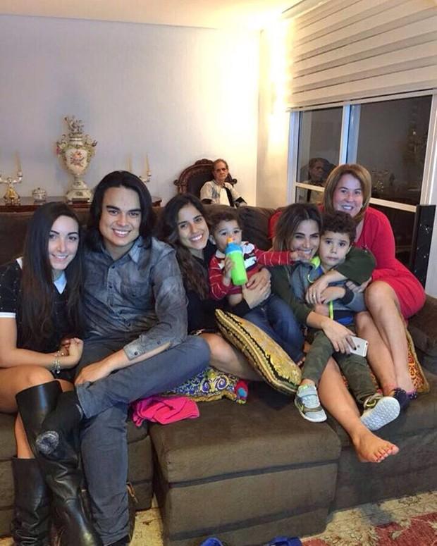 Zilu e sua família (Crédito: Reprodução)