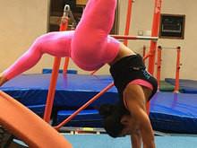 Gracyanne mostra elasticidade em aula de ginástica e ganha elogios