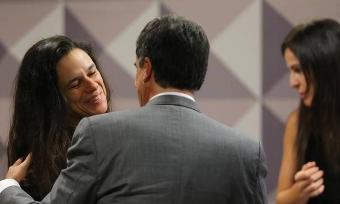O auditor do TCU Advogada Janaína Paschoal com o advogado de Dilma, José Eduardo Cardozo  Carlos Costa D'Ávila (Crédito: Reprodução)
