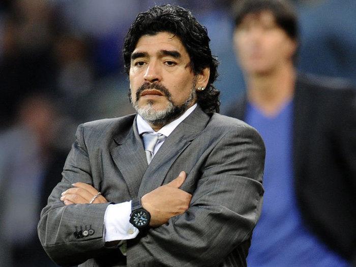 Maradona faz cobranças a Messi