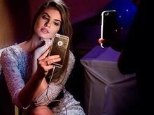 Em ensaio de moda, Camila Queiroz aposta em vestido curtinho