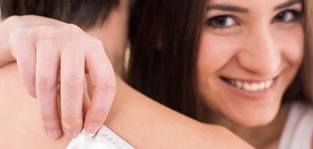 Dicas que tornam o sexo com camisinha mais prazeroso