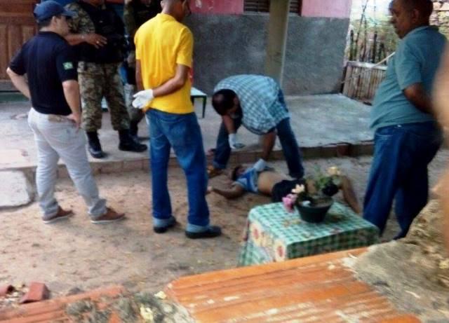 Jovem foi executado em frente sua residência