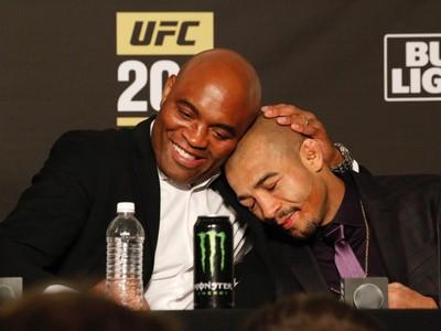Anderson Silva e José Aldo em coletiva pós-UFC 200