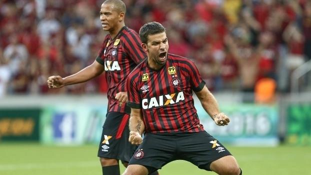 André Lima entrou no jogo e fez dois gols