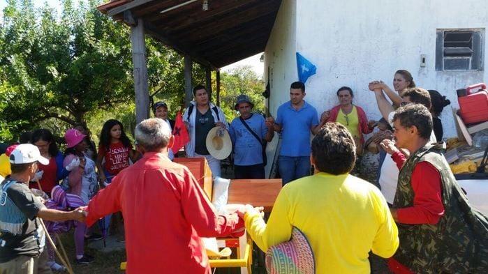Romeiros vão a pé de Teresina a Santa Cruz dos Milagres