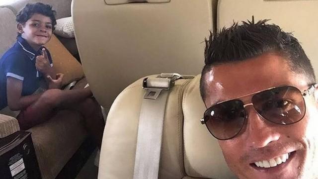 Cristiano Ronaldo e o filho (Crédito: Reprodução)