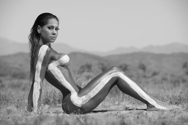 Mayra Cardi posa nua, inspirada em Kim Kardashian (Crédito: Reprodução)