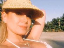 Aos 42 anos, Eliana exibe boa forma em foto postada de biquíni