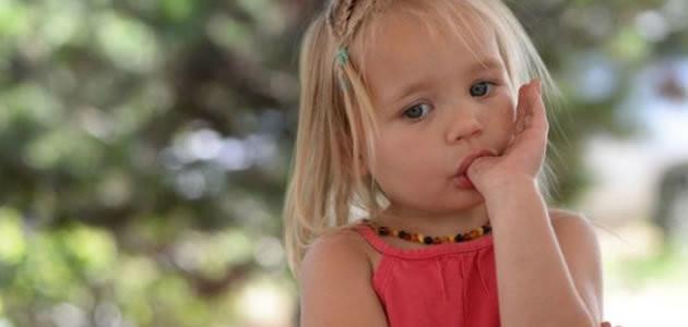 Crianças que roem unha e chupam o dedo tem menos alergia
