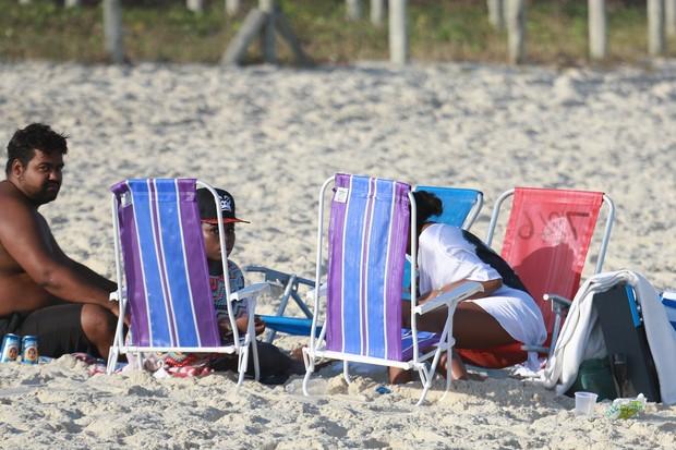 Ludmilla curte praia com amigos (Crédito: Agnews)