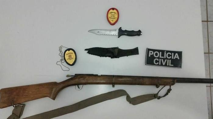 Arma encontrada com acusados (Crédito: Reprodução )