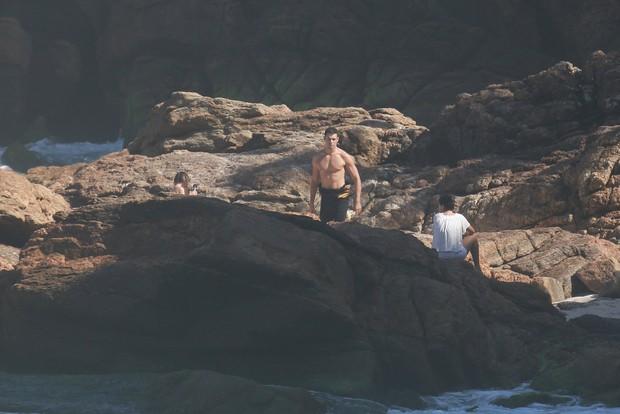 Cauã Reymond com namorada e filha (Crédito: Ag. News)