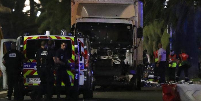 Ataque com caminhão em Nice (Crédito: AFP)