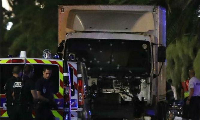 Caminhão avançou sobre a multidão em Nice (Crédito: Reprodução)