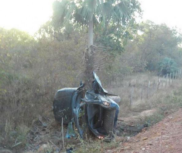 Veículo ficou destruído (Crédito: Piripiri 40 graus)
