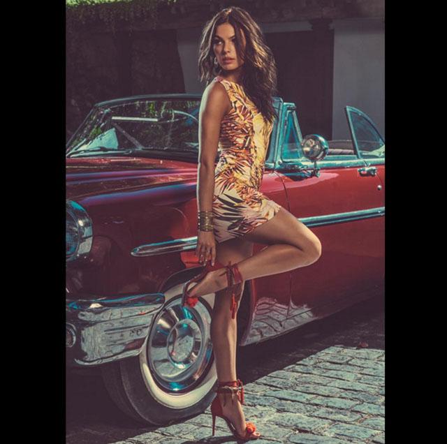 Atriz posa sensual em campanha de publicidade (Crédito: Instagram)