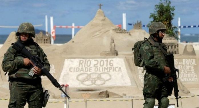 Militares brasileiros reforçam a segurança nas praias do Rio de Janeiro (Crédito: Reuters)